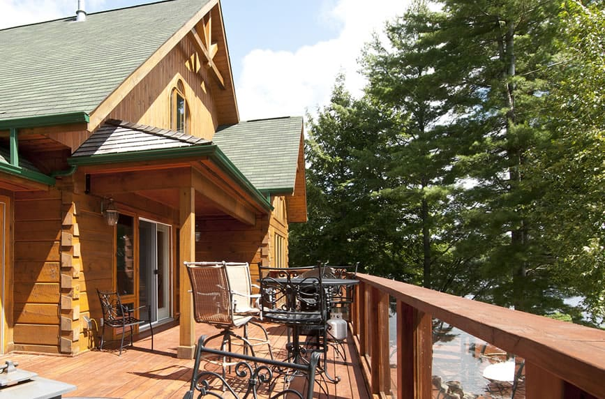 Front deck of the Pinestone - Log Home